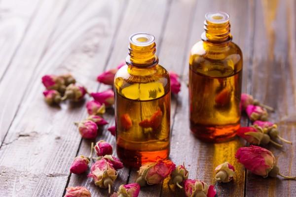 thea-skincare-romantic-essential-oils shutterstock_242873311