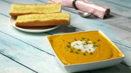 Roasted-Butternut-and-Carrot-Green-Curry-Soup-with-Garlic-Bread-4